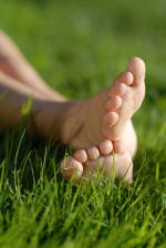barefeet_in_grass_small